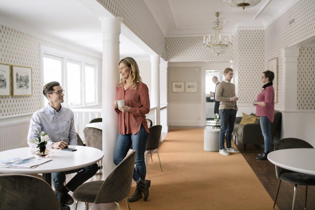 Swesums kontor med personal